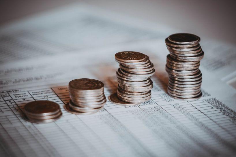 столбики с монетками